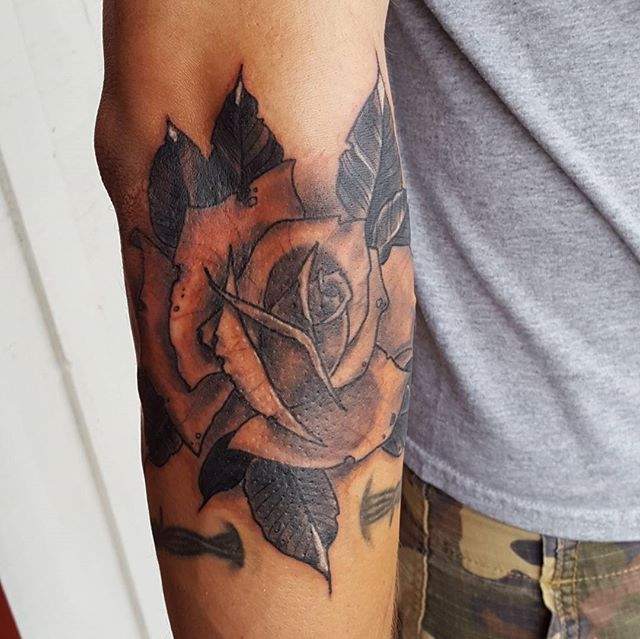 #rosetattoo #redcrowstudio #sandiegotattooers #sandiegotattoos #30ecb #northpark #northparksd #black