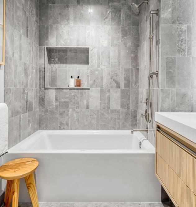 208 2nd bath.jpg