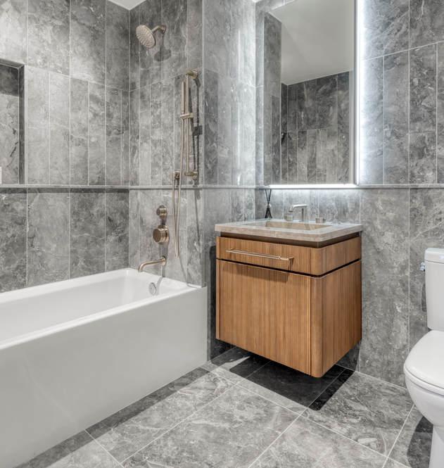 208 primary bath tub.jpg