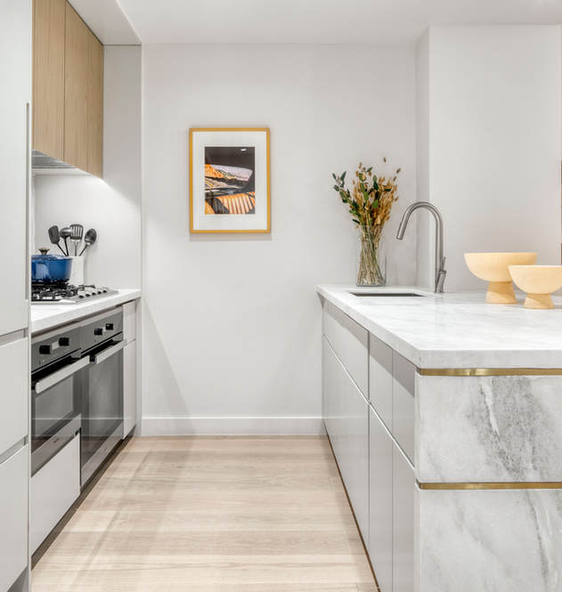 208 1B kitchen 2.jpg