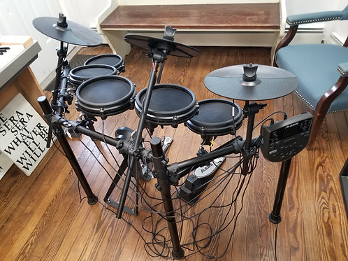 Fairly New AlesisNitro 5 pice with extra cymbal Mesh Electronic Drum Kit