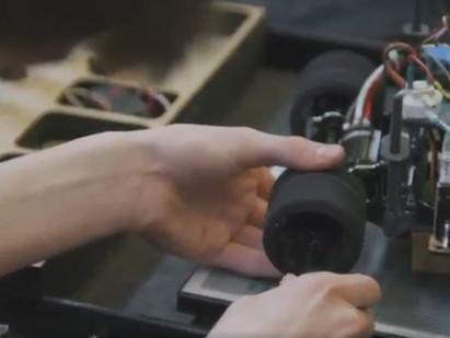 Toyota financia corrida de miniaturas a hidrogênio feitas por estudantes da Califórnia.