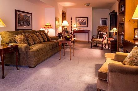 family-room-670270__340.jpg