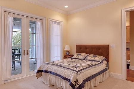 bedroom-389258_960_720.jpg