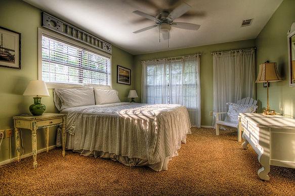 bedroom-349698_960_720.jpg