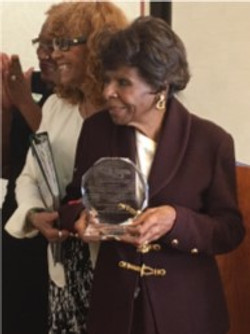 Link Vera Ricketts-with award from 2017 ITS