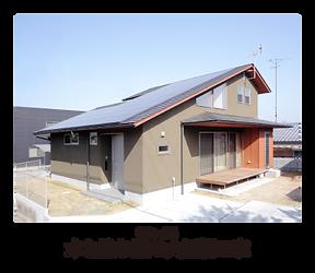 ハウスコム 木と塗り壁の大屋根の家
