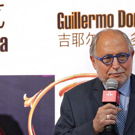 El Embajador Diego Guelar inaugura la muestra Tango una mirada artística