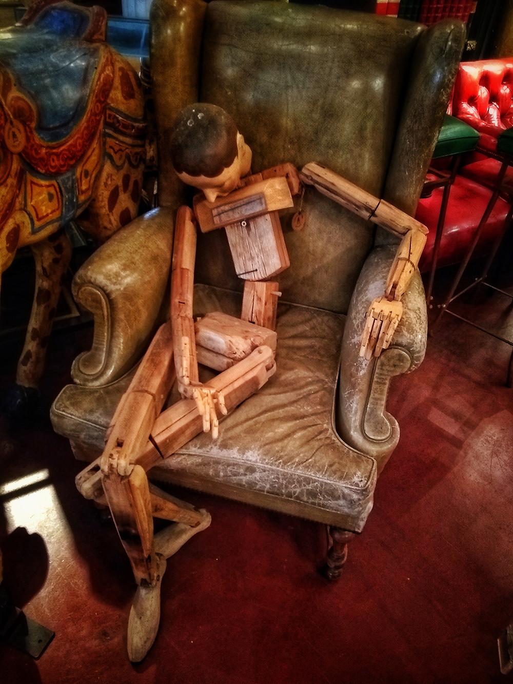 Muñeco de madera en Gabriel del campo Anticuario
