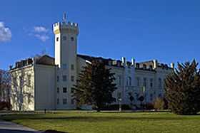 220px-Schloss_Hohendorf_001.jpg
