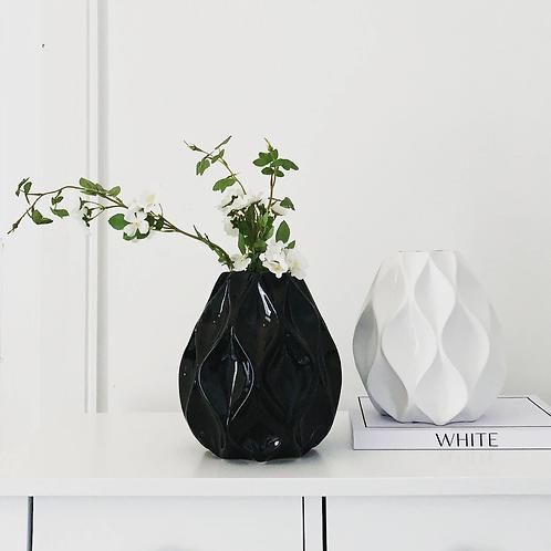 Black Nico Vase