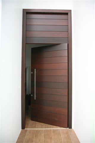 Porta com painel superior