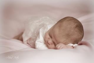 Séance nouveau né avec Mila (14 jours) à Chevannes dans l'Yonne