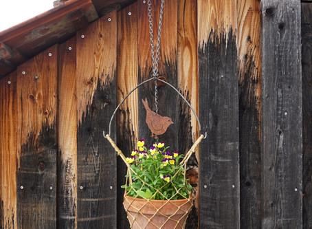 Kleine Blumendeko für den Balkon