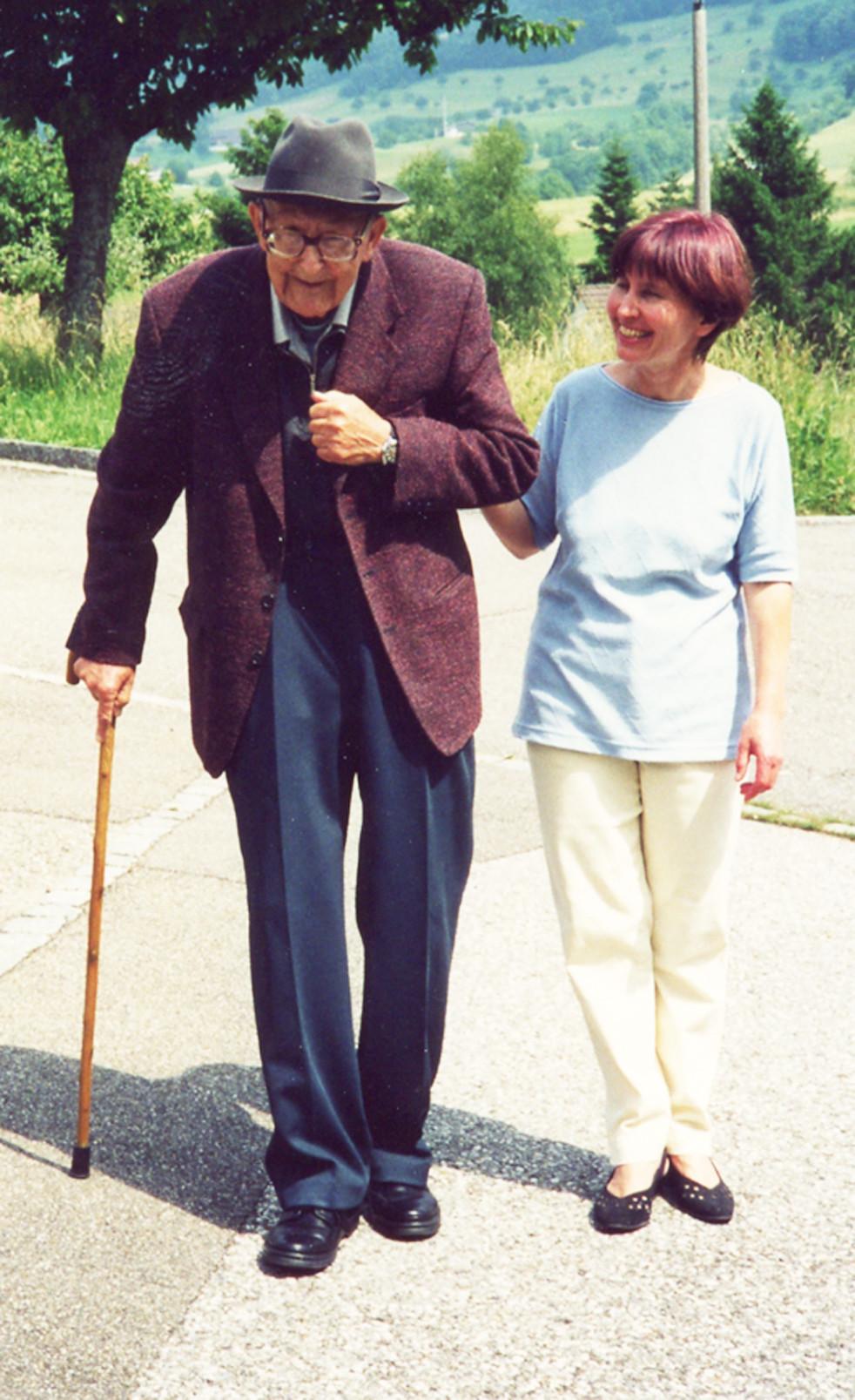 Hermann Meier mit Schwiegertochter Beatrice, 2001