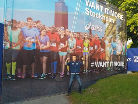 Wim doet het in Stockholm: 2u43'04!