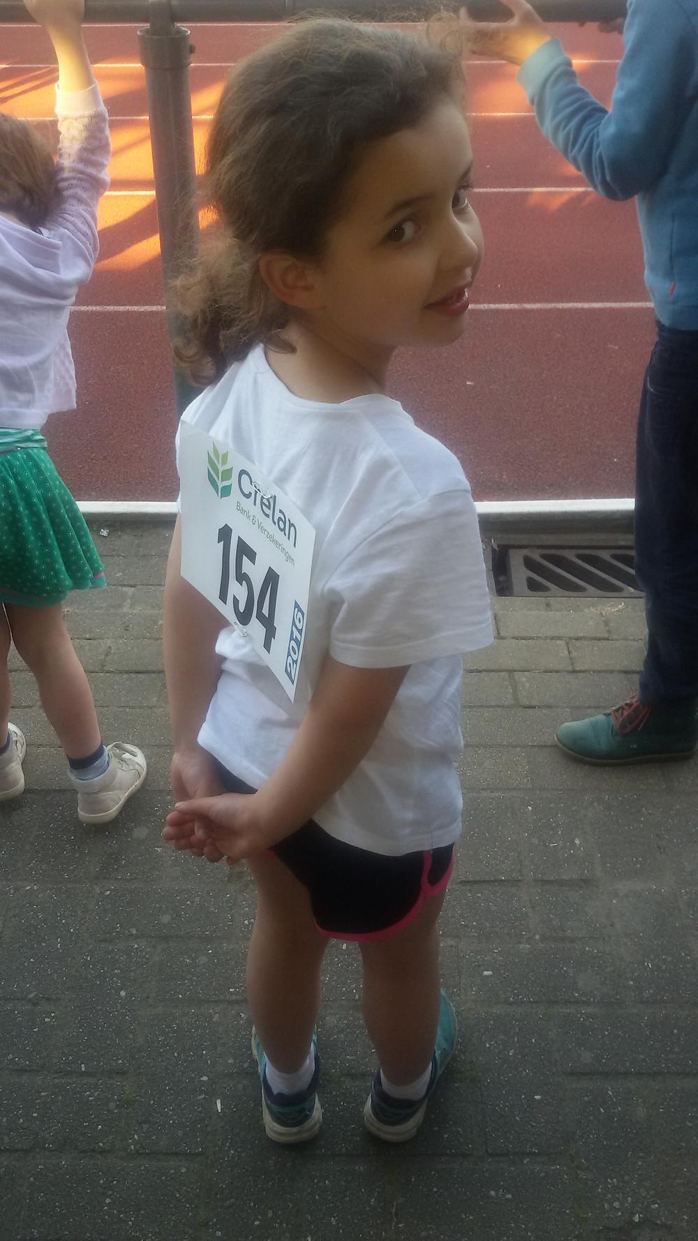 Benjamin Israe Jaara maakt zich op voor haar eerste 60m...