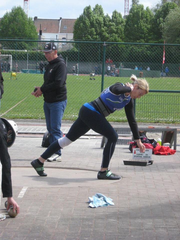 Sophie Verlinden stoot de kogel met sprekend gemak 12m62 ver en pakt de overwinning!