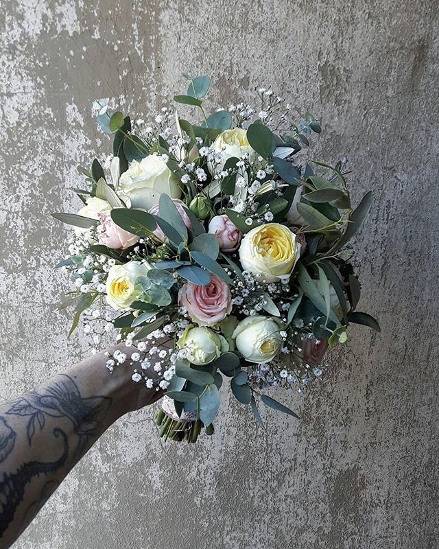 A new sunny wedding day🌞❤ #bridalbouque