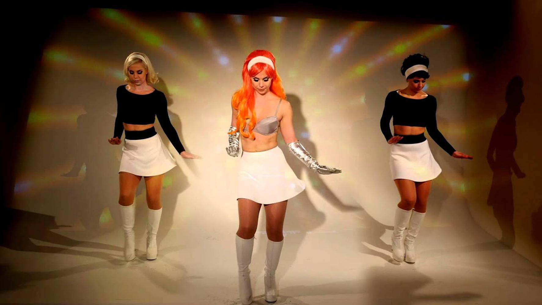 Music Video - Zu zu zu zu