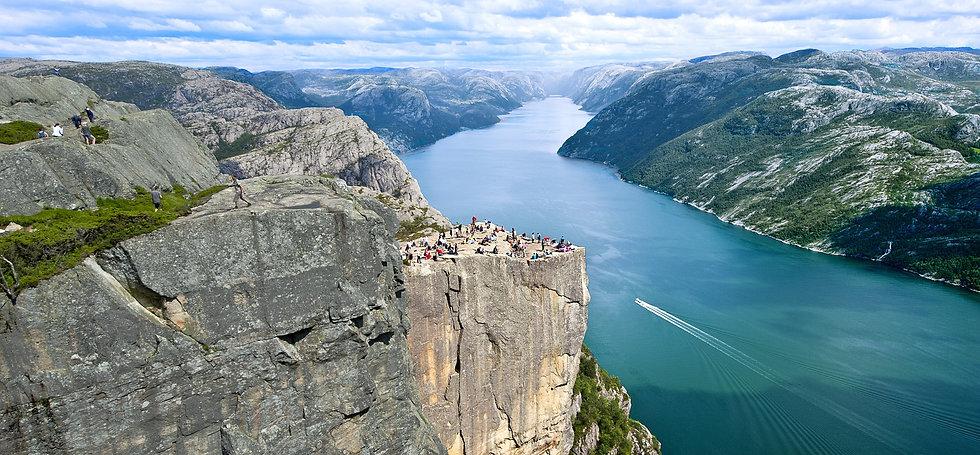 Preikestolen-og-Lysefjorden-TR-fn254ahm- Foto_Terje_Rakke (2)_edited_edited.jpg