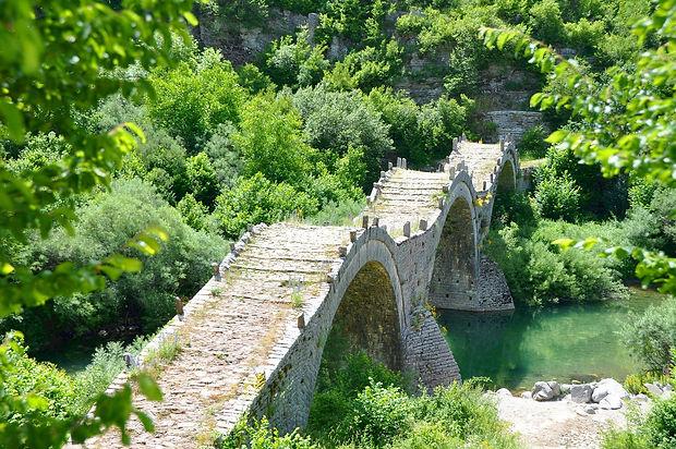 bridge-1540510_1920.jpg