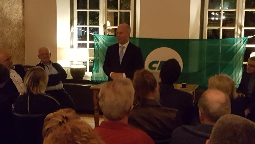 Staatssecretatris Raymond Knops in Baarn