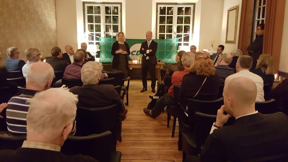 Mariska de Koning en Staatssecretaris Raymond Knops