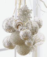 white and gold christmas bulbs
