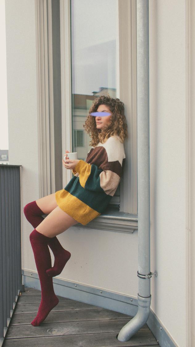 Girl Escort Agentur Berlin auf Balkon