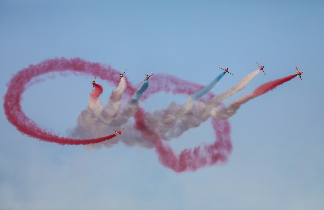 Red arrows, infinity