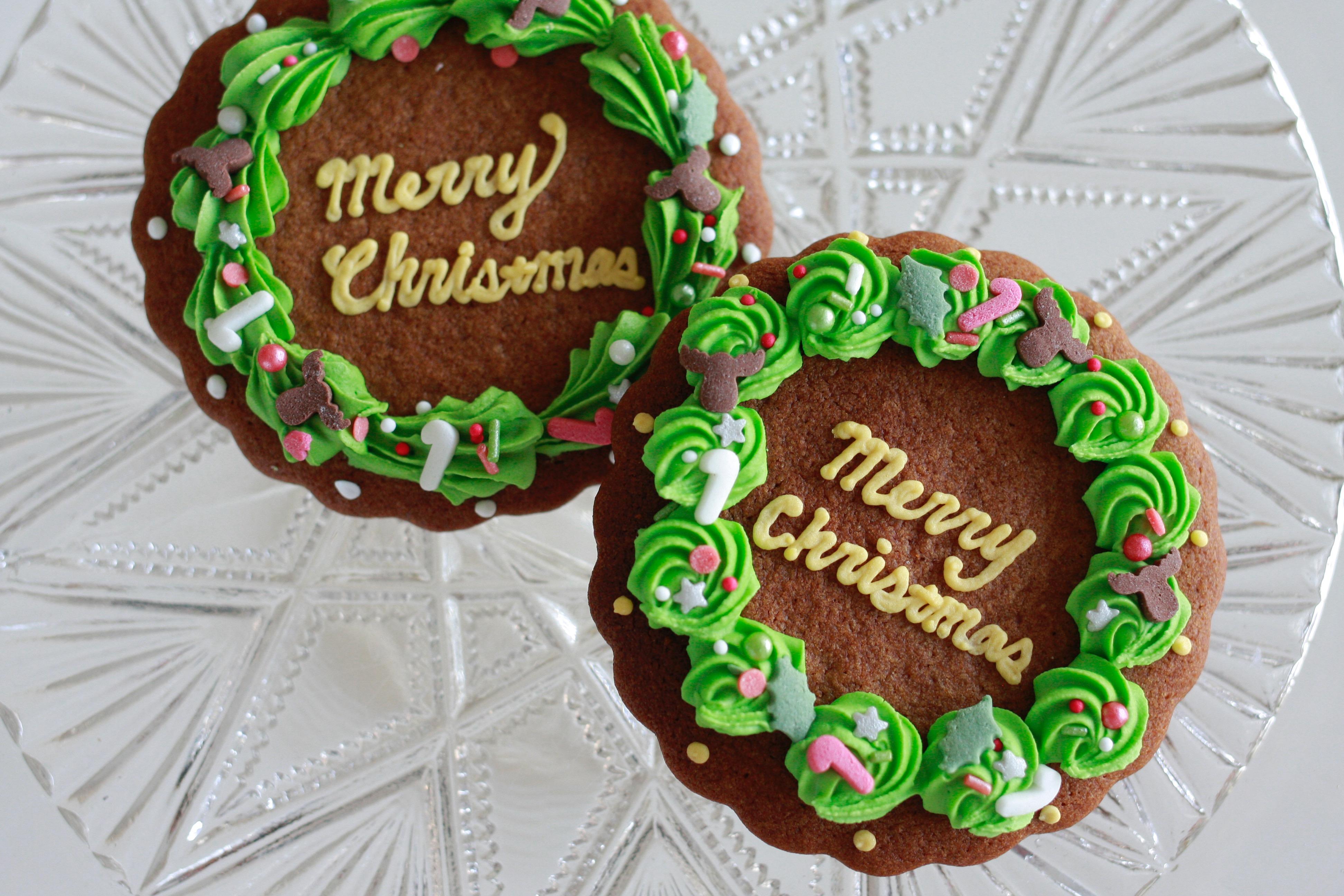 クリスマスリースのアイシングクッキー