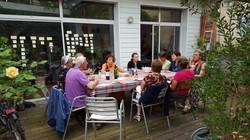 Repas dans le jardin de Laurence