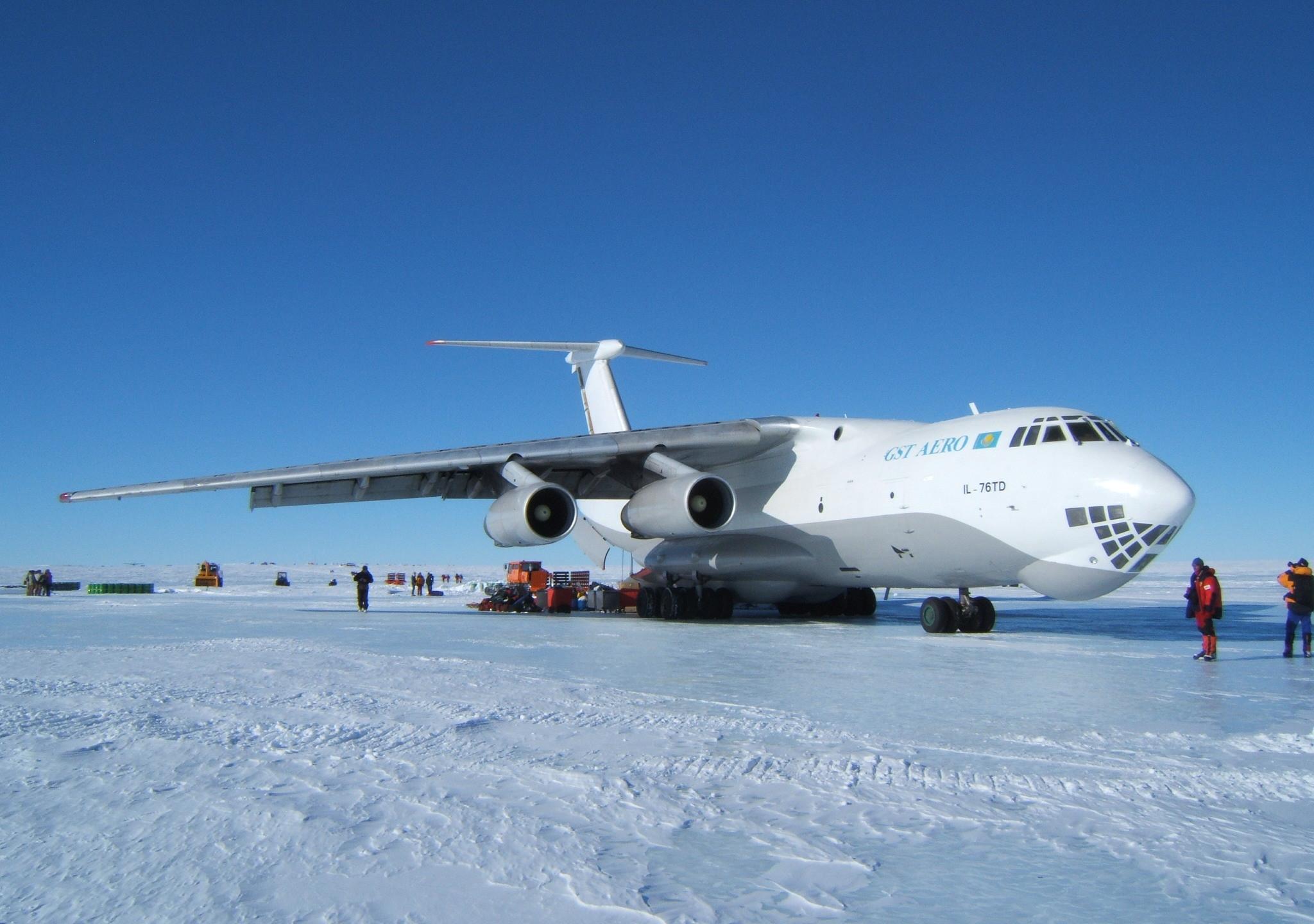 Cargo flight to Antarctica