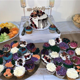 Fig & Berry Cake and Cupcakes