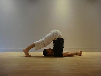 posture yoga halasana (charrue)