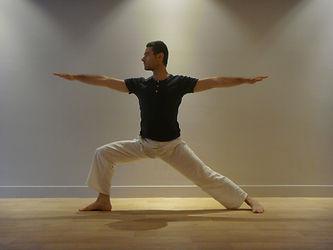 posture yoga virabhadrasana (guerrier)