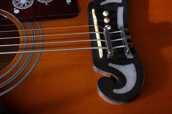 Basssaiten auf Gitarre.jpg