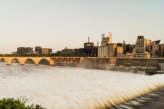 Minneapolis Skyline Golden Hour_edited.j
