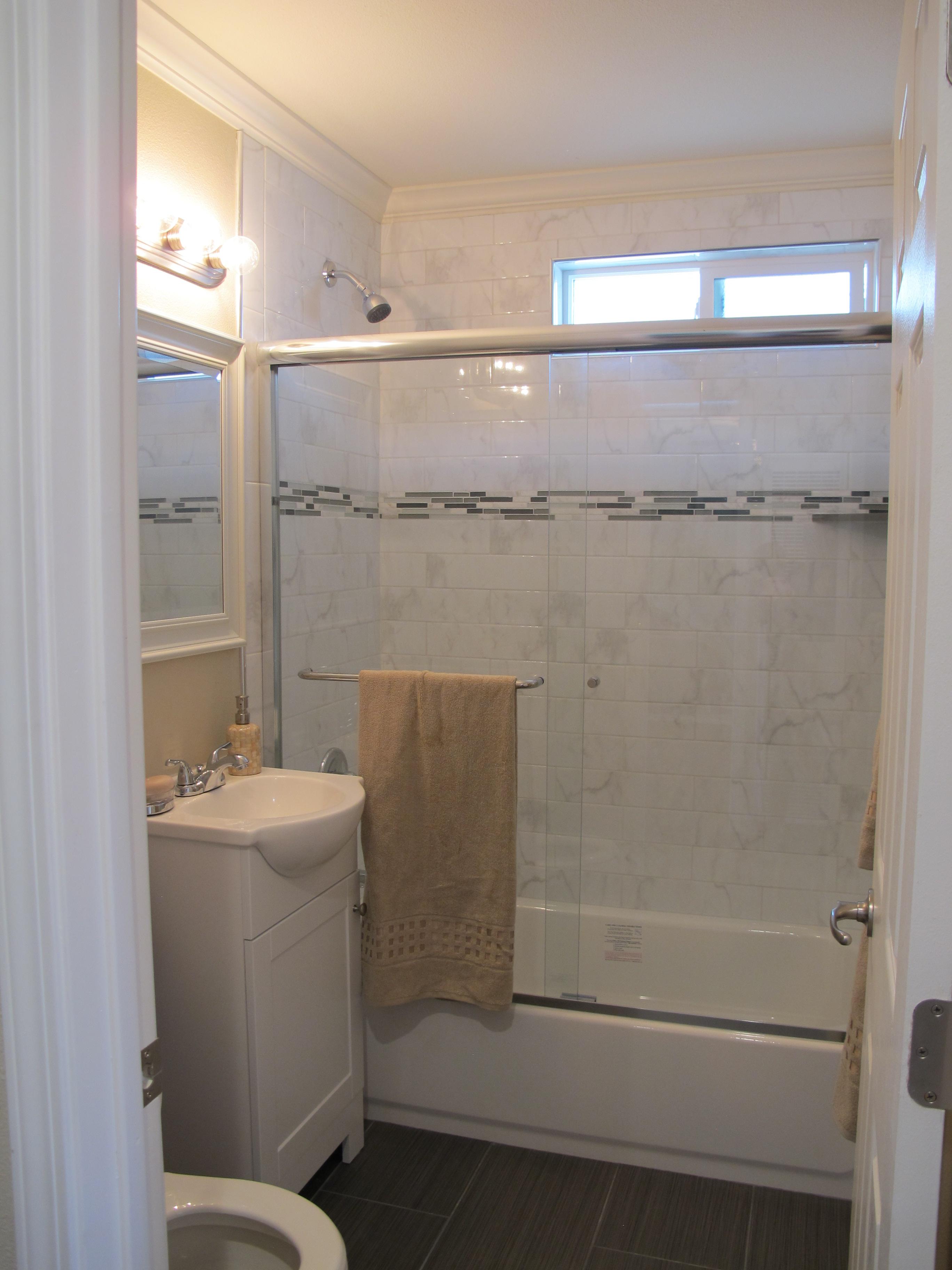 Hall bath 4