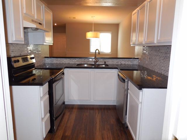 645 Canyon kitchen