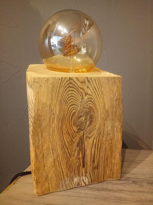 Lampe en vieux bois
