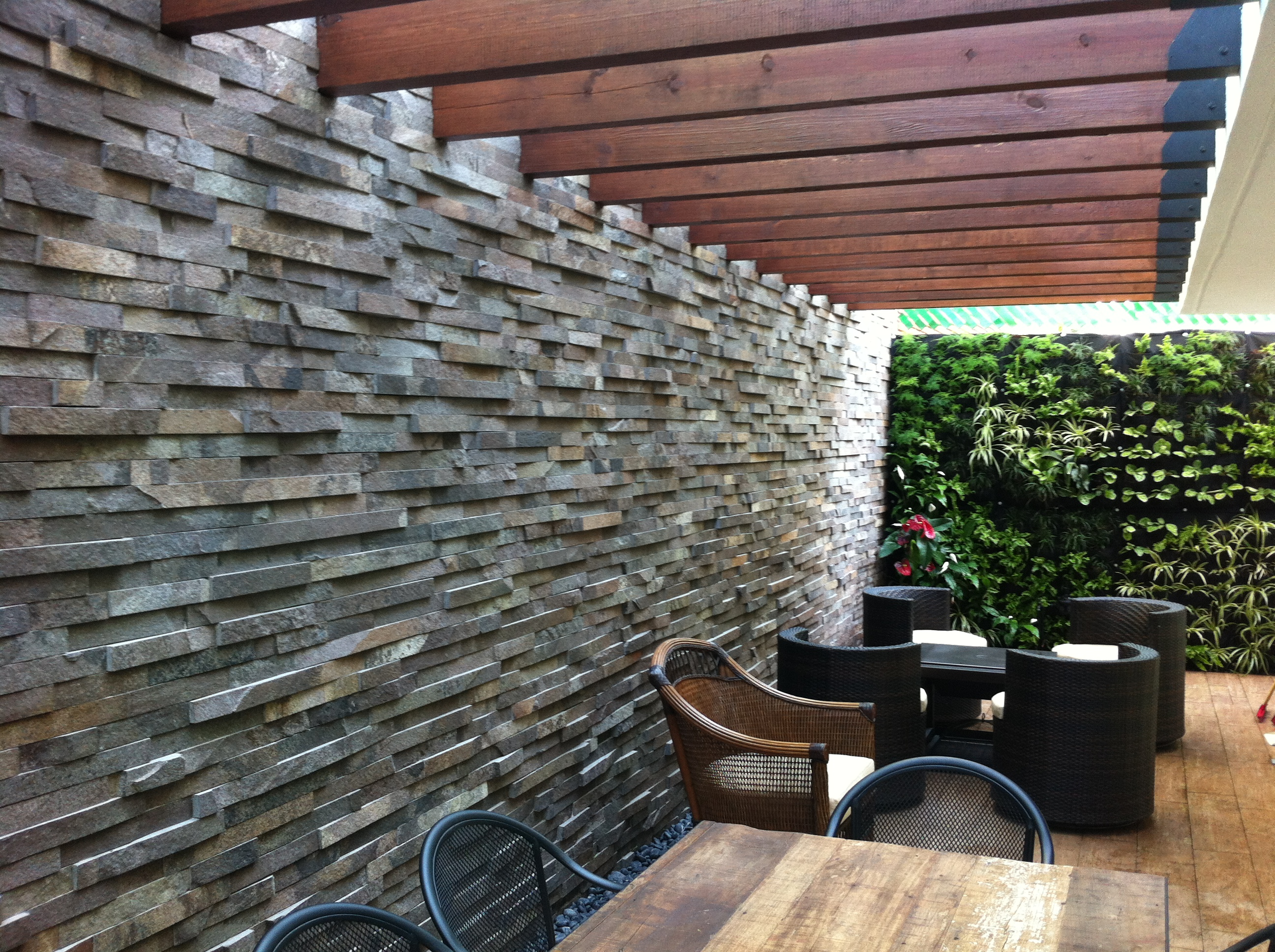 KCiRE-living wall / MEGA arquitectur