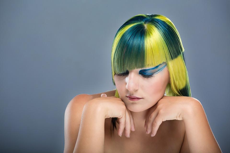 Usa crema acondicionadora para cerrar bien la cutícula del cabello y que refleje mejor la luz