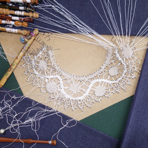 Wendy working on a bedfordshire circular edging from Pam Robinson's book.