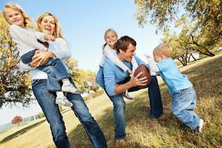 Νέα οικογένεια: Απόφαση των γονιών να παντρευτούν ξανά, πώς το ανακοινώνουν στα παιδιά;
