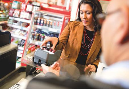 Kontaktloses Bezahlen via Smartphone und Smartwatch