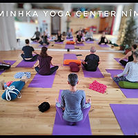 pratiquants-laminkha-yoga-center.jpg