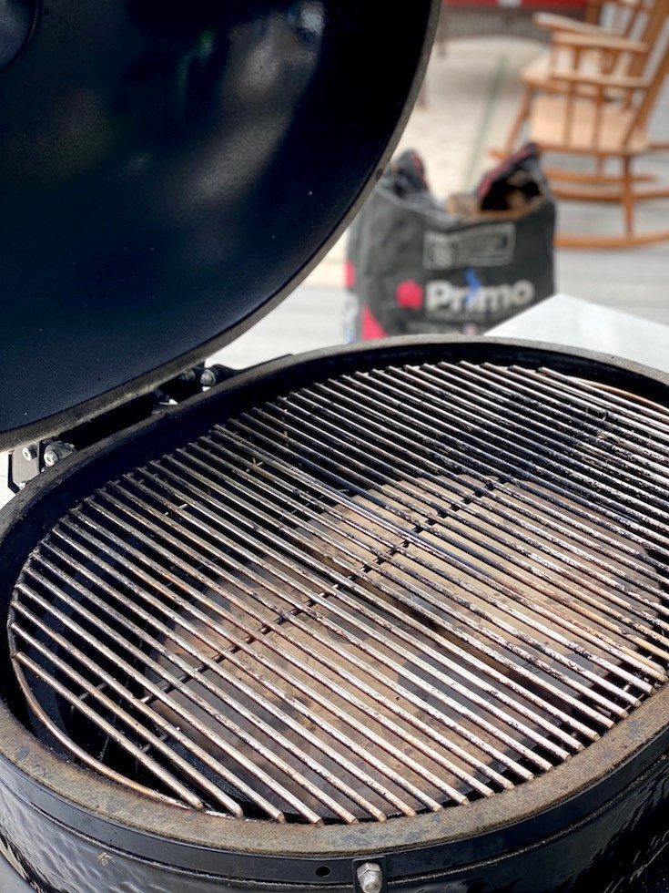 A grill showing a indirect cooking zone.