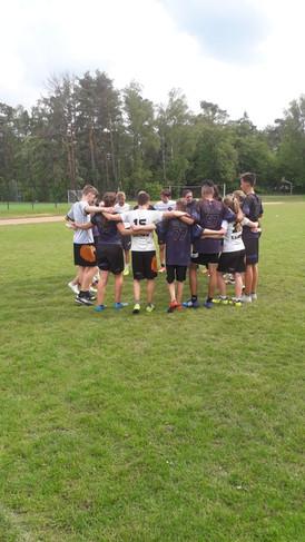 Unsere U17 im Spiritkreis mit der U17 aus Bad Rappenau